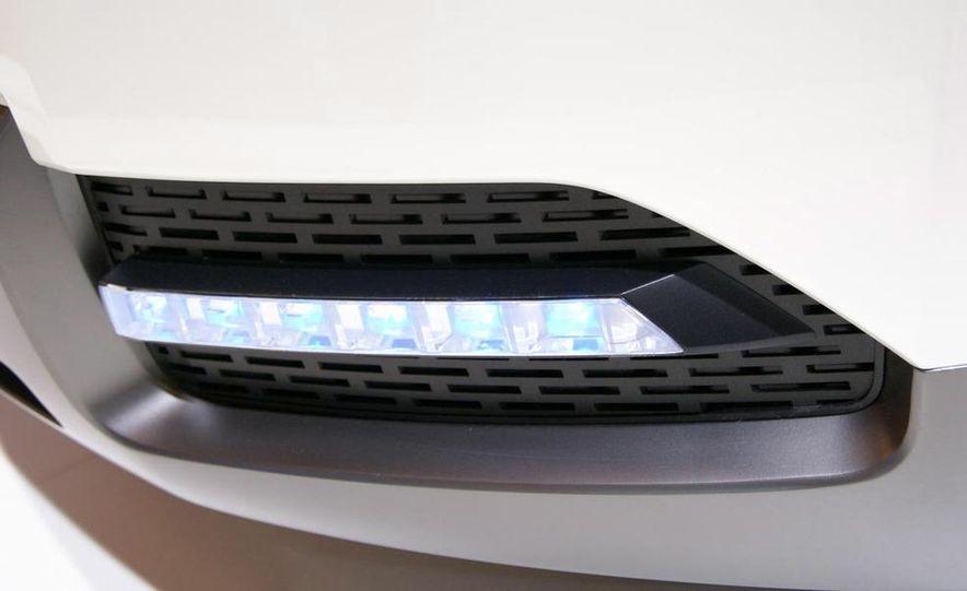 Chevrolet Orlando concept door panel - Slide 11