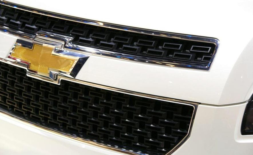 Chevrolet Orlando concept door panel - Slide 10