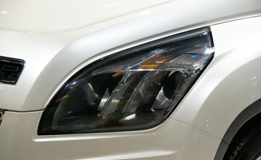 Chevrolet Orlando concept door panel - Slide 12