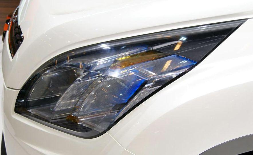 Chevrolet Orlando concept door panel - Slide 8