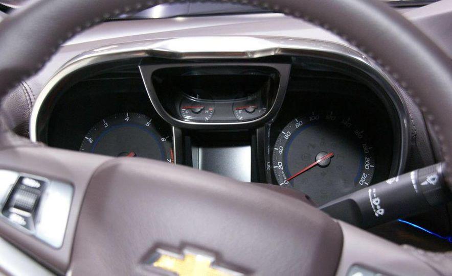 Chevrolet Orlando concept door panel - Slide 21