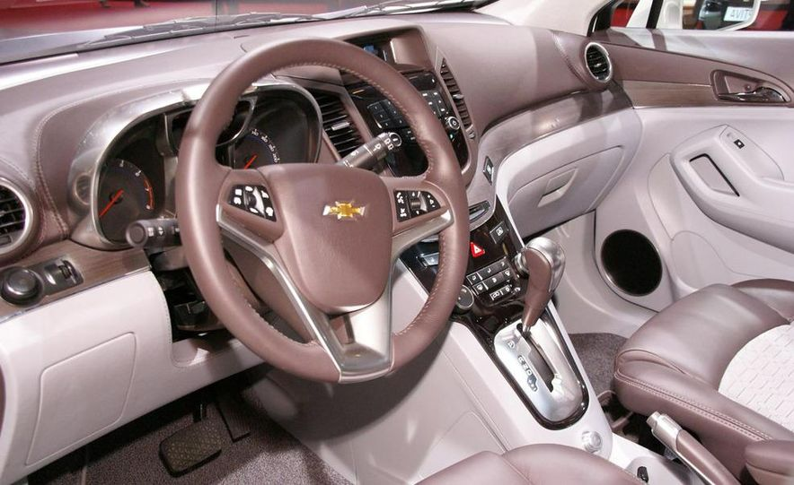 Chevrolet Orlando concept door panel - Slide 19