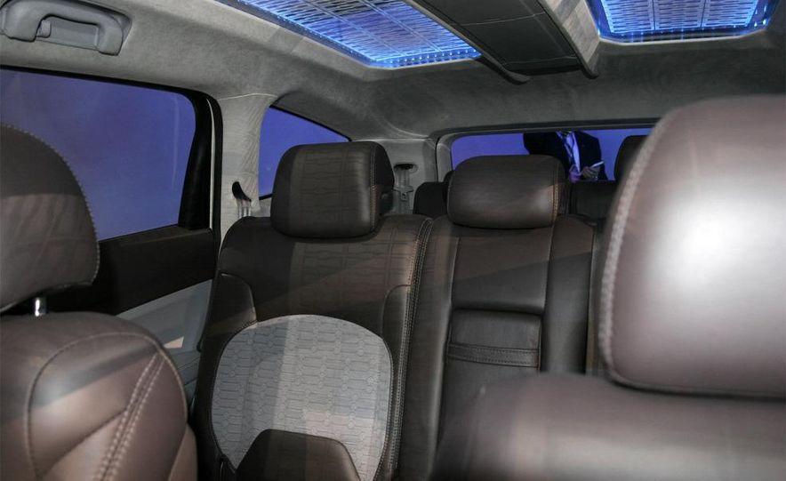 Chevrolet Orlando concept door panel - Slide 2