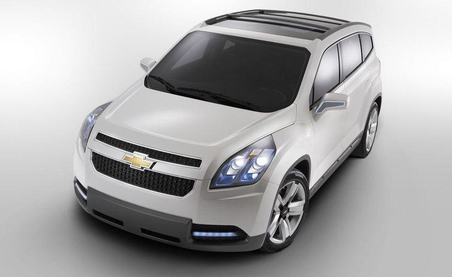 Chevrolet Orlando concept door panel - Slide 26