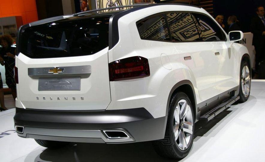 Chevrolet Orlando concept door panel - Slide 7