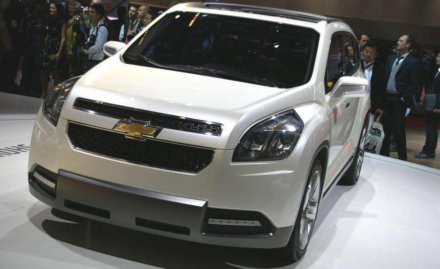 Chevrolet Orlando concept door panel - Slide 4
