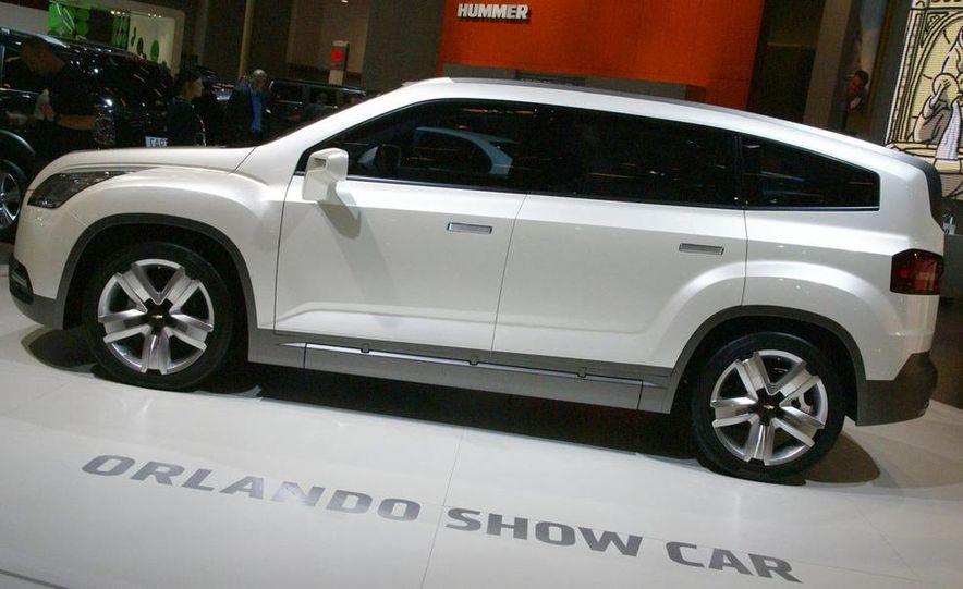 Chevrolet Orlando concept door panel - Slide 6