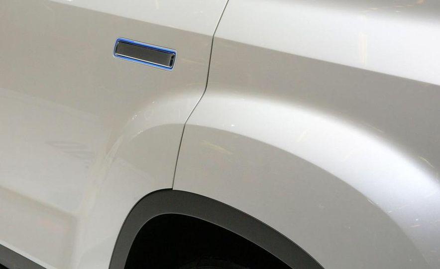 Chevrolet Orlando concept door panel - Slide 16