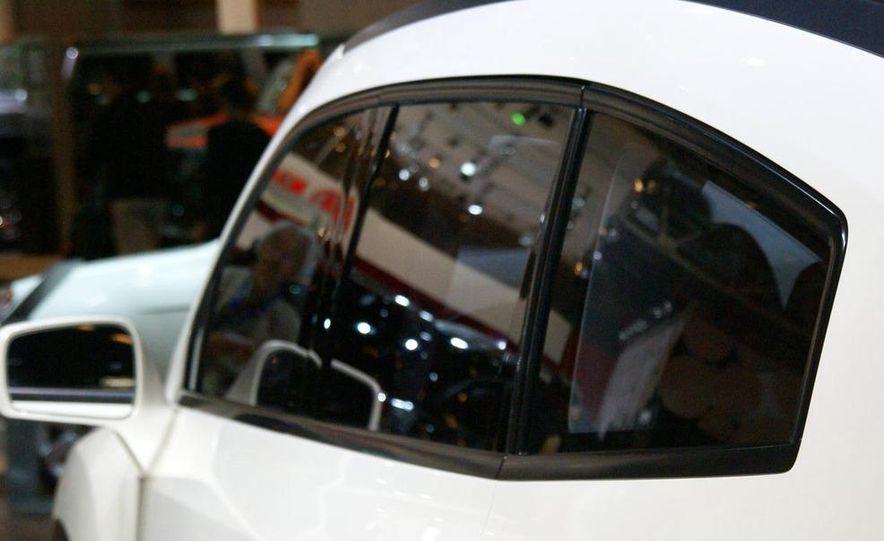 Chevrolet Orlando concept door panel - Slide 15