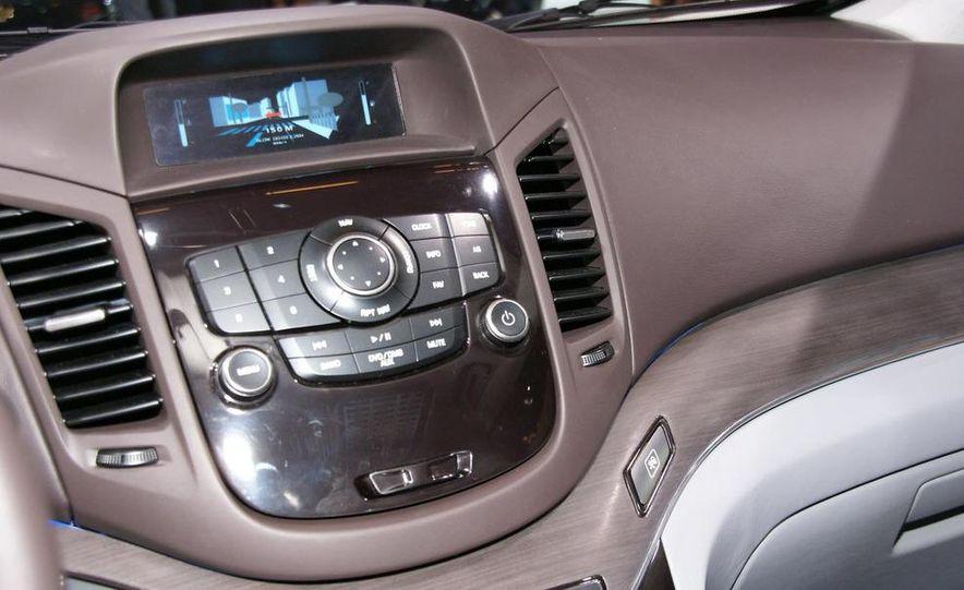 Chevrolet Orlando concept door panel - Slide 20