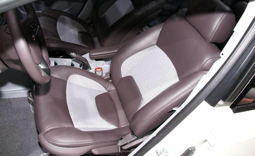 Chevrolet Orlando concept door panel - Slide 22