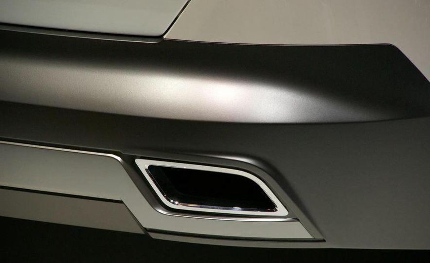 Chevrolet Orlando concept door panel - Slide 18
