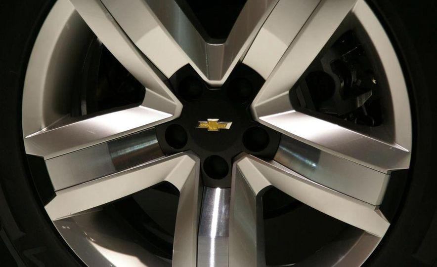 Chevrolet Orlando concept door panel - Slide 17