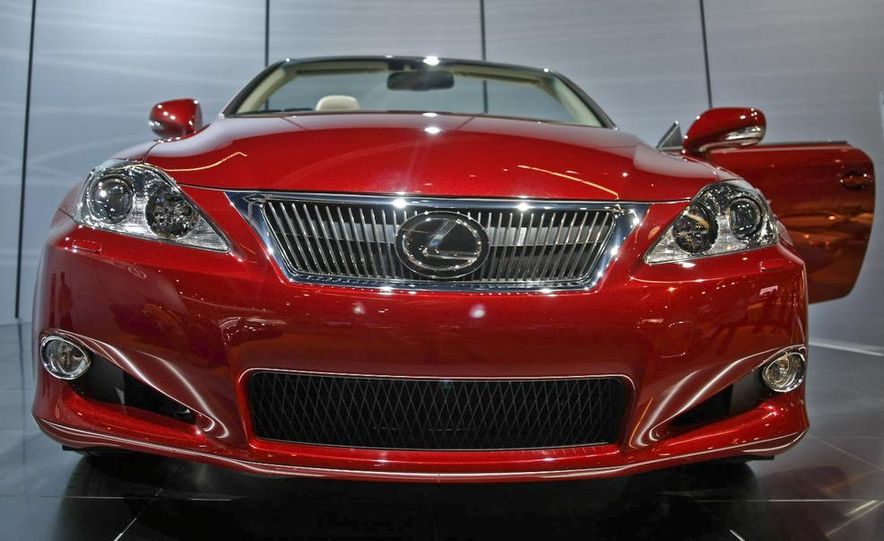 2009 Lexus IS250 C convertible - Slide 2