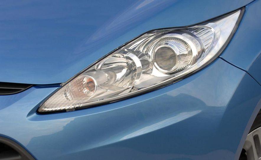 2010 Ford Fiesta 3-door (European spec) - Slide 34