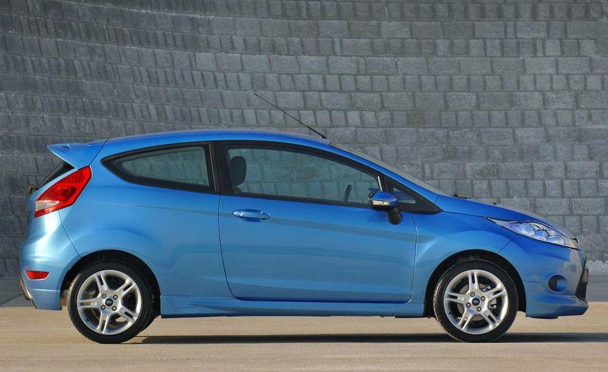 2010 Ford Fiesta 3-door (European spec) - Slide 8