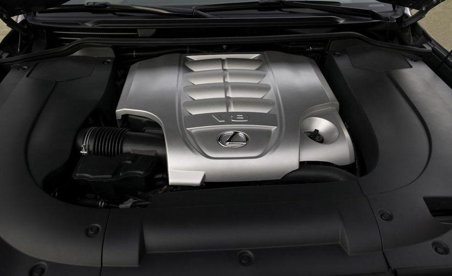 2008 Lexus LX570 - Slide 17