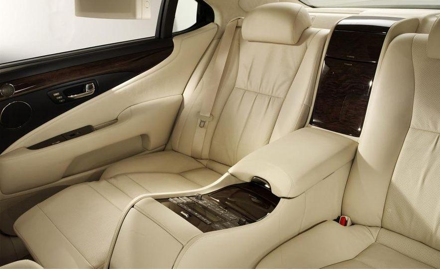 2009 Mercedes-Benz SL63 interior - Slide 9