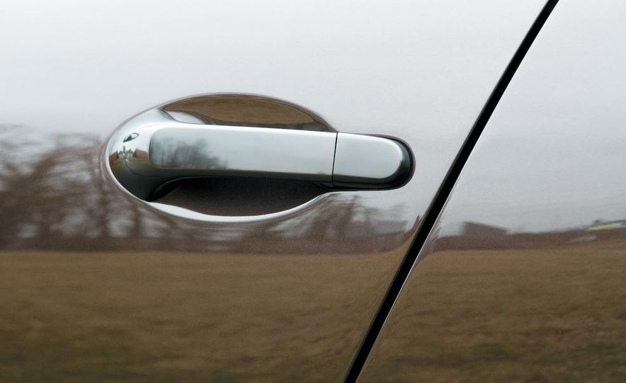 2009 Mercedes-Benz SL63 interior - Slide 52