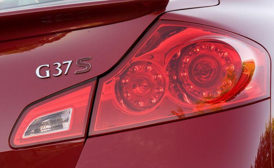 2009 Infiniti G37 Sport sedan - Slide 17