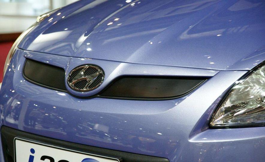 Hyundai i20 blue concept - Slide 6
