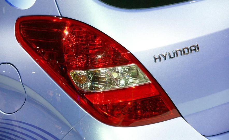 Hyundai i20 blue concept - Slide 5