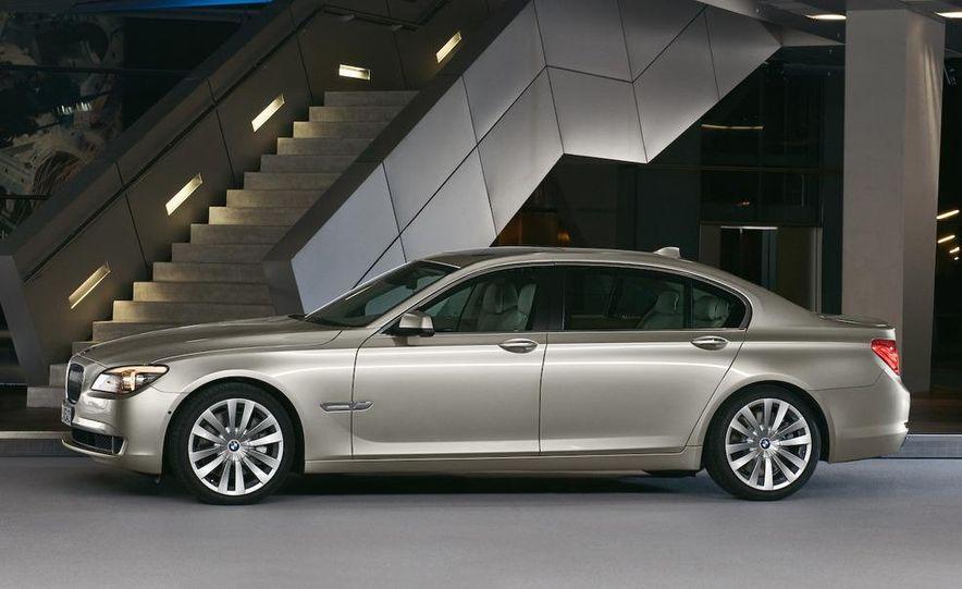 2009 BMW 7-series - Slide 2