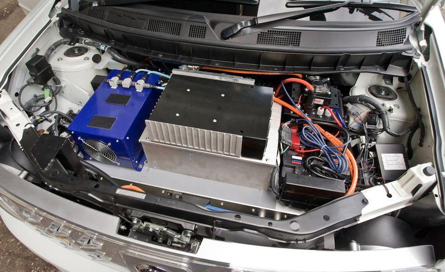 2010 Nissan EV - Slide 3