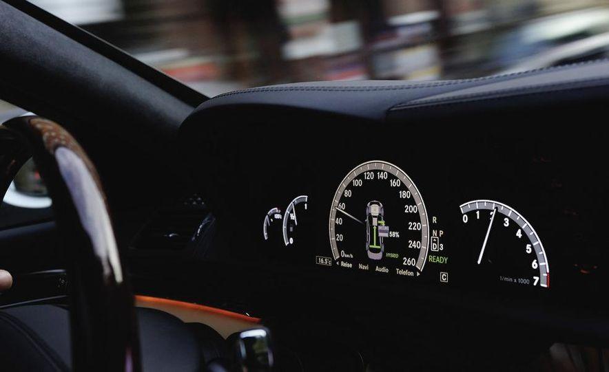 2010 Mercedes-Benz S400 BlueHybrid instrument cluster - Slide 1