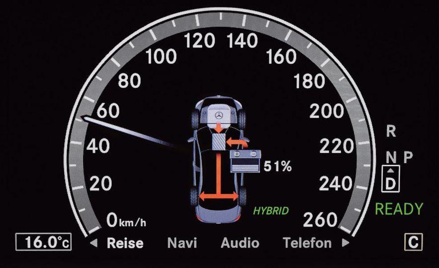 2010 Mercedes-Benz S400 BlueHybrid instrument cluster - Slide 13
