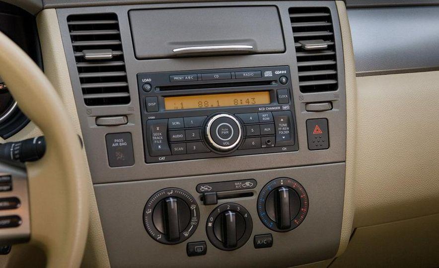 2009 Nissan Versa sedan - Slide 14
