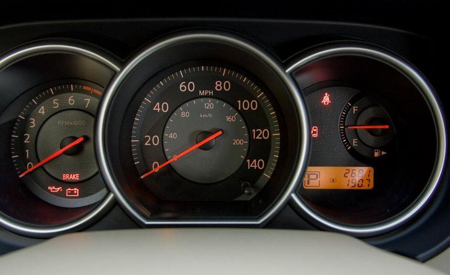 2009 Nissan Versa sedan - Slide 13