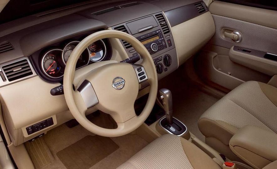 2009 Nissan Versa sedan - Slide 11