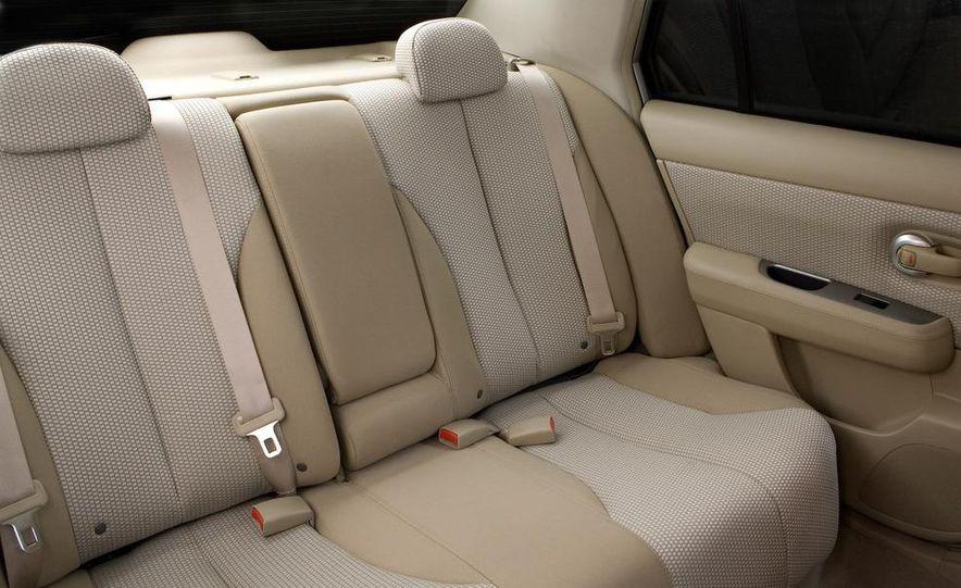 2009 Nissan Versa sedan - Slide 12