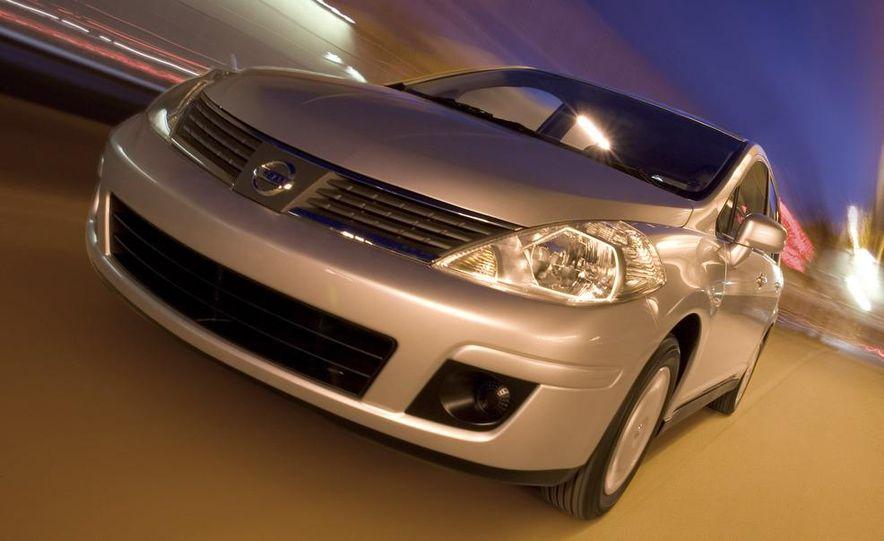2009 Nissan Versa sedan - Slide 1