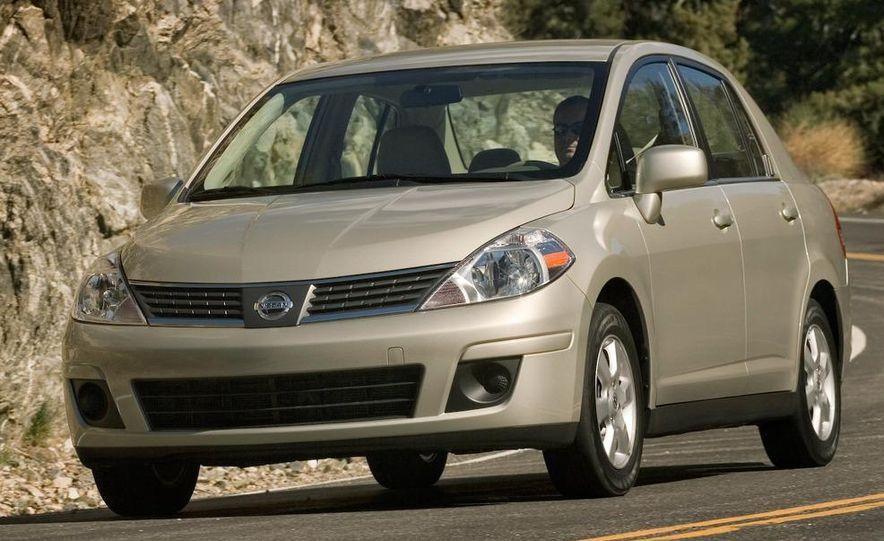 2009 Nissan Versa sedan - Slide 3