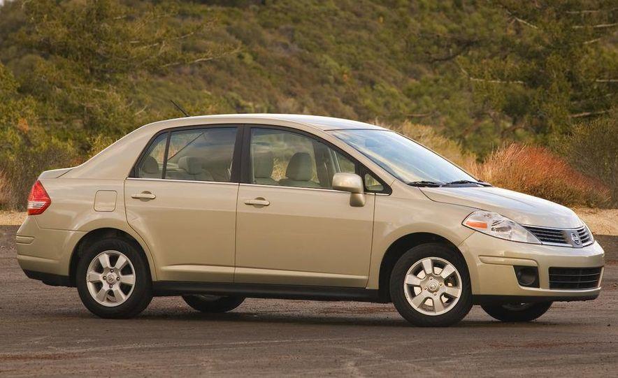 2009 Nissan Versa sedan - Slide 4