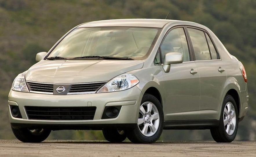 2009 Nissan Versa sedan - Slide 5