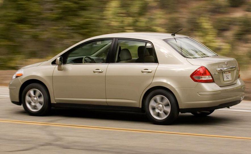 2009 Nissan Versa sedan - Slide 7