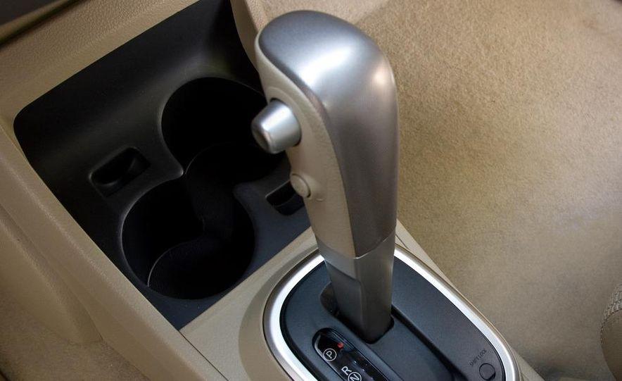 2009 Nissan Versa sedan - Slide 15