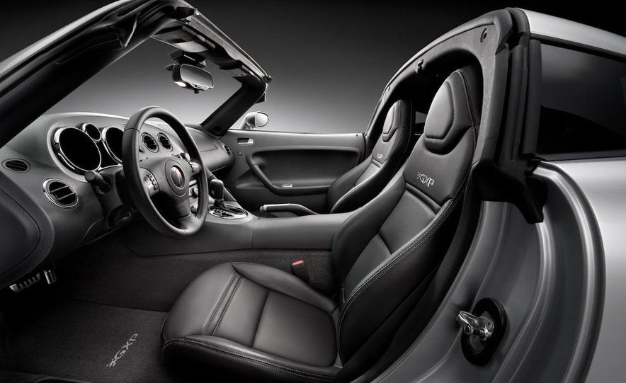 Pontiac G8 ST concept - Slide 13