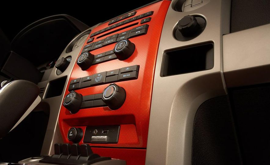 2010 Ford F-150 SVT Raptor - Slide 9
