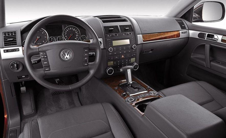 2008 Volkswagen Touareg V-10 TDI interior - Slide 1