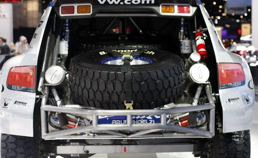 2008 Volkswagen Touareg V-10 TDI interior - Slide 26