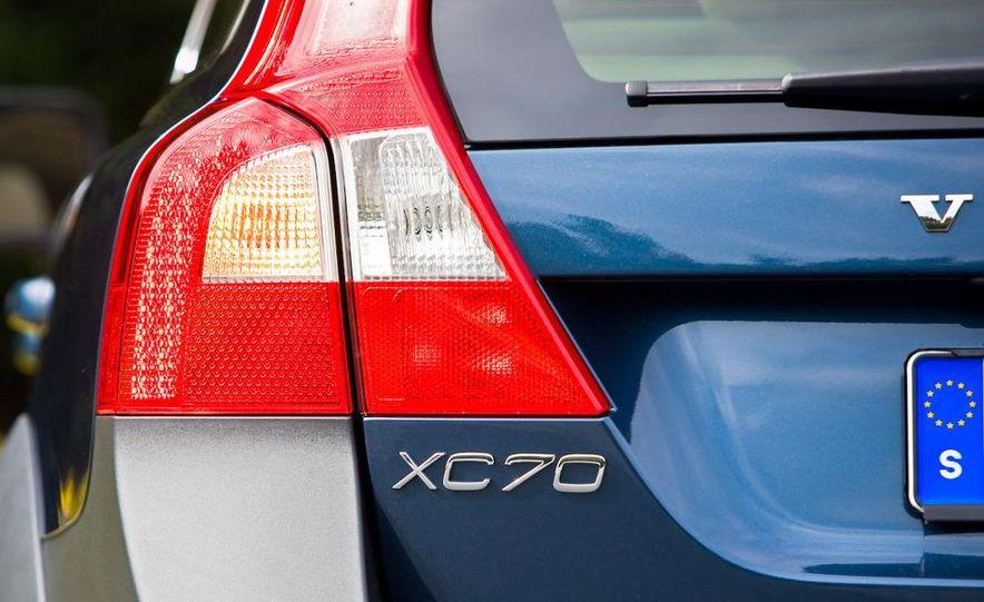 2009 Volvo XC70 T6 AWD - Slide 18