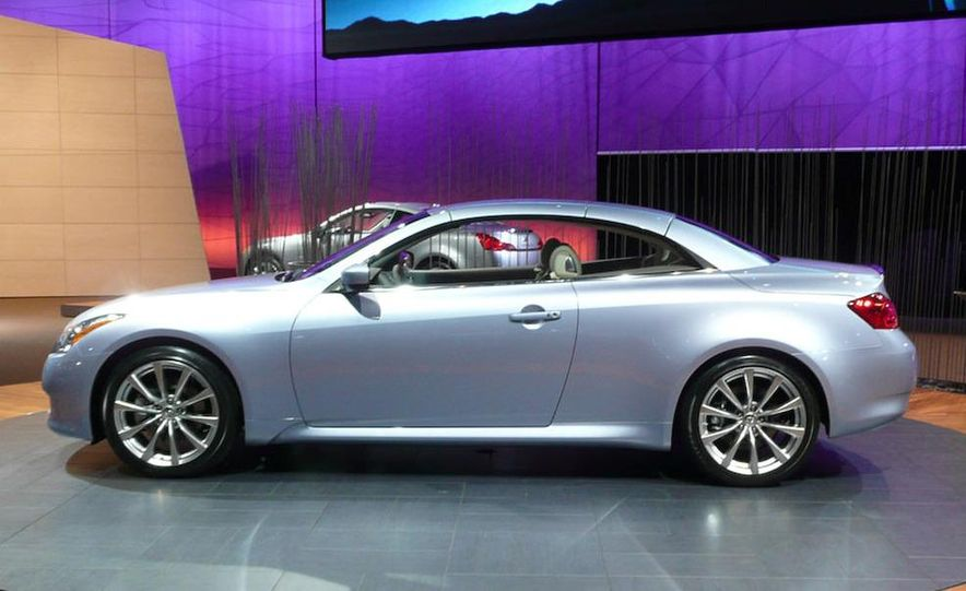 2009 Infiniti G37 convertible and coupe - Slide 8