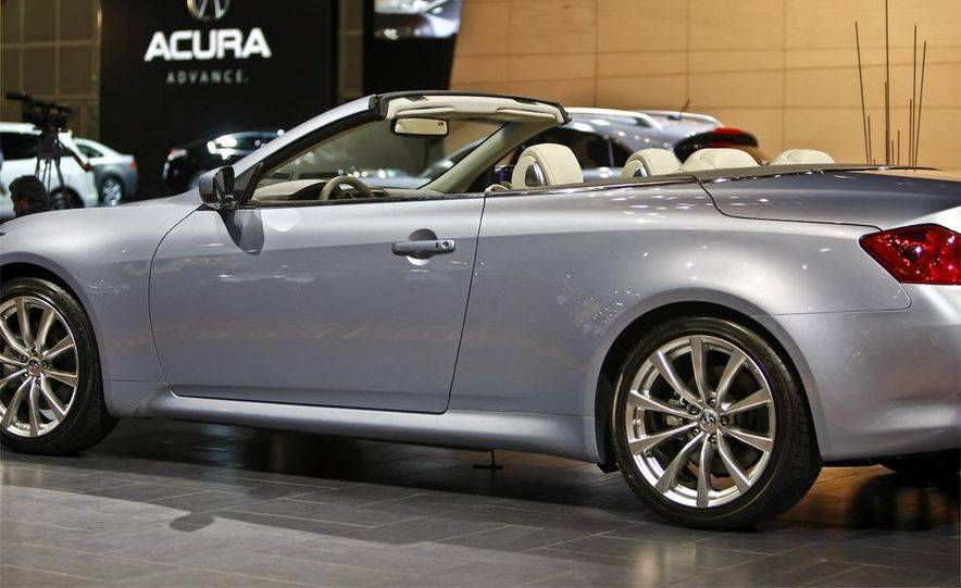 2009 Infiniti G37 convertible and coupe - Slide 3