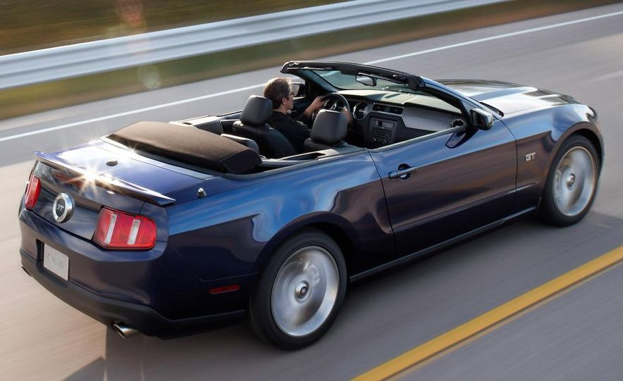2010 Ford Mustang GT convertible - Slide 48