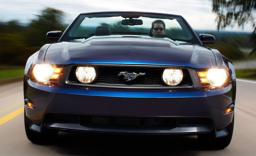 2010 Ford Mustang GT convertible - Slide 46