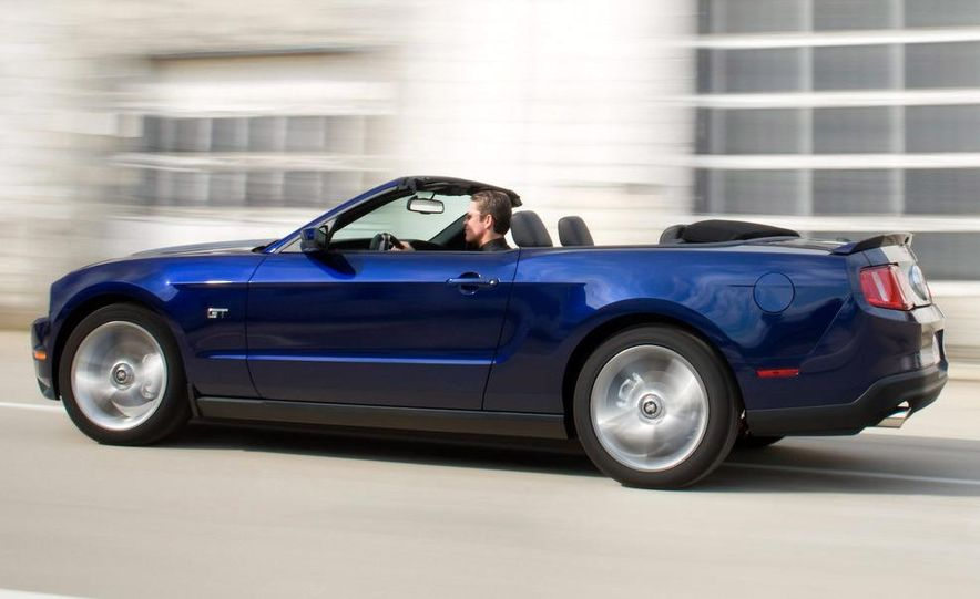2010 Ford Mustang GT convertible - Slide 49